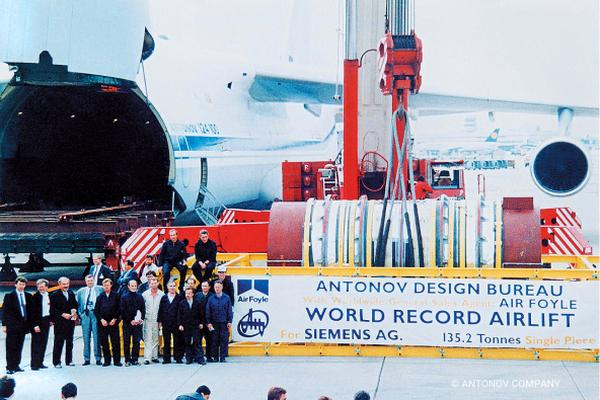 The flight set yet another Guinness World Record for the airlift of the heaviest single piece